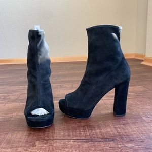 Stuart Weitzman Shoes - Stuart Weitzman elasticized leather platform heel